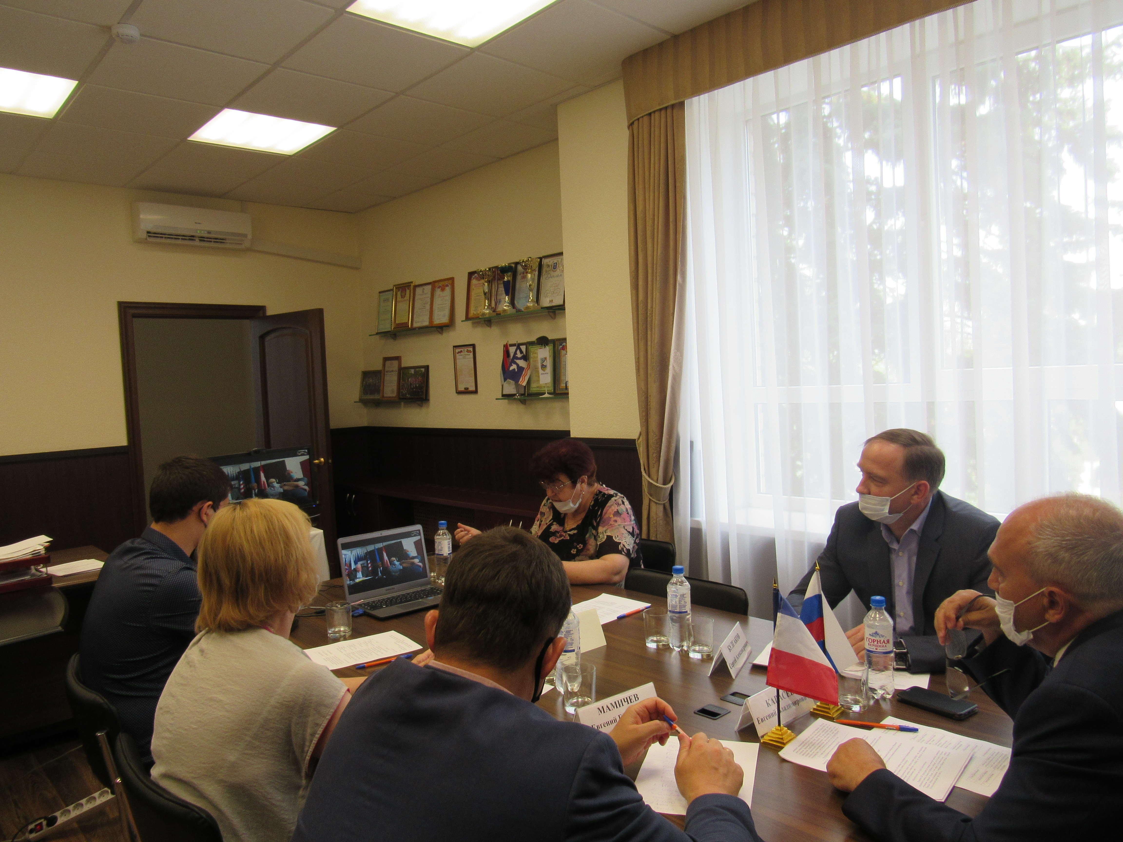 18 июня 2020 года состоялся видеомост между городами-побратимами Азов и Курбевуа.