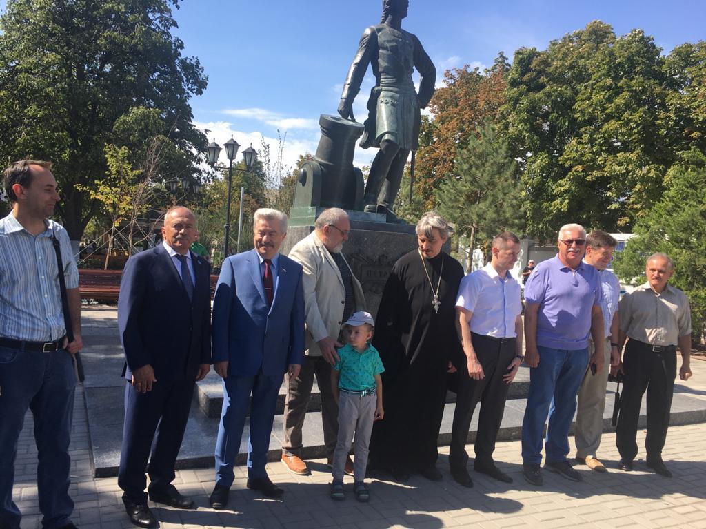 Тожественная церемония закладки капсулы с землей Севастополя и Санкт-Петербурга  прошла в Азове