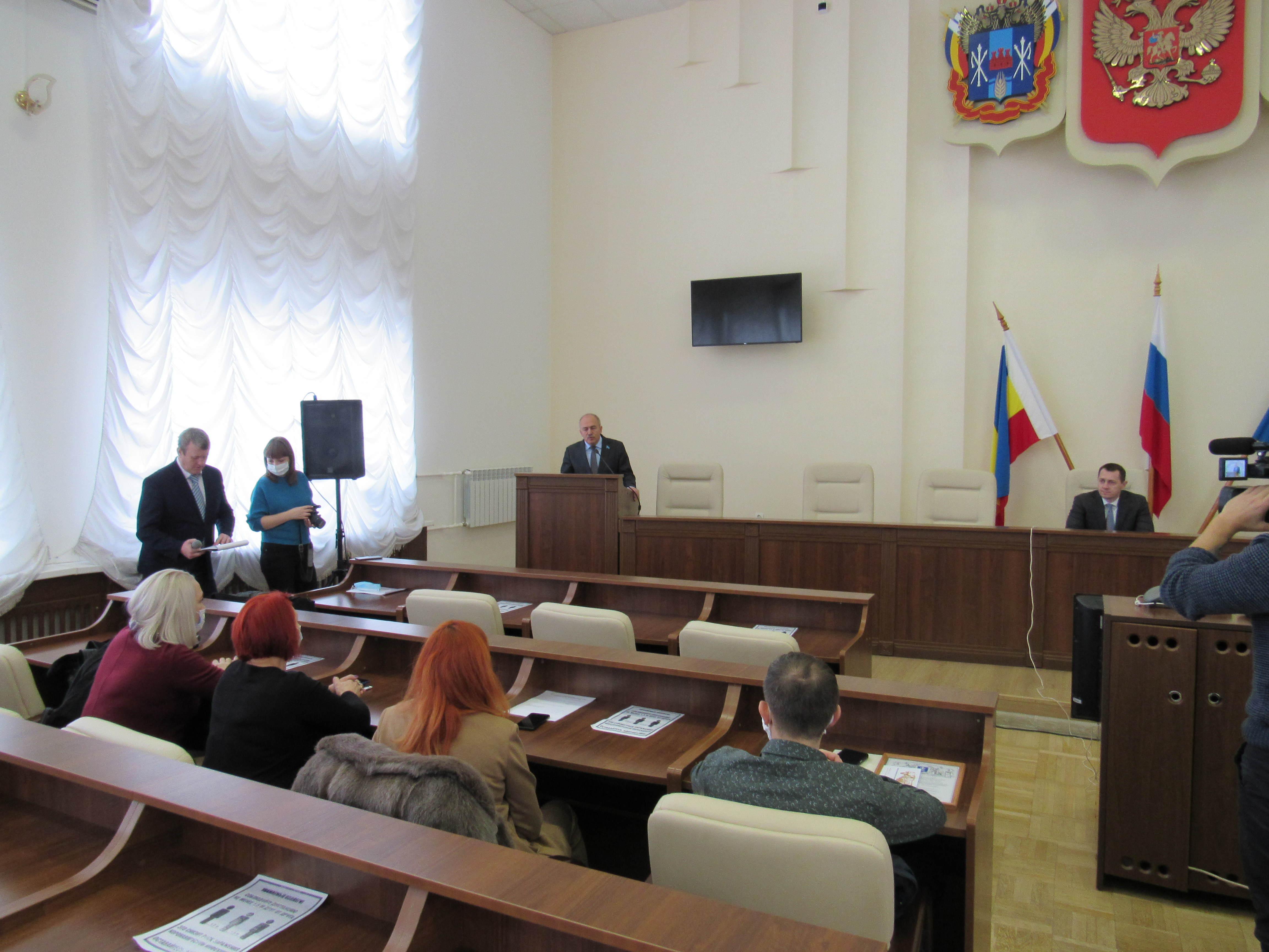 29 декабря 2020 года в большом зале Администрации города Азова состоялось торжественное награждение медицинских работников города.
